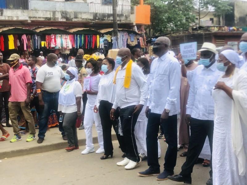 Le maire d'Adjamé, Soumahoro Farikou, à la tête des marcheurs sur le boulevard Nangui Abrogoua (DR)