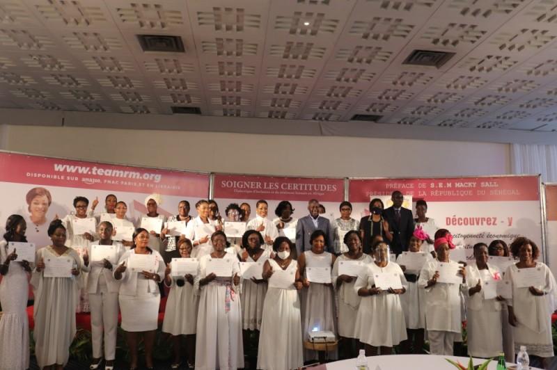 Des femmes leaders mobilisées pour recevoir leurs diplômes de fin de formation. (Bavane)