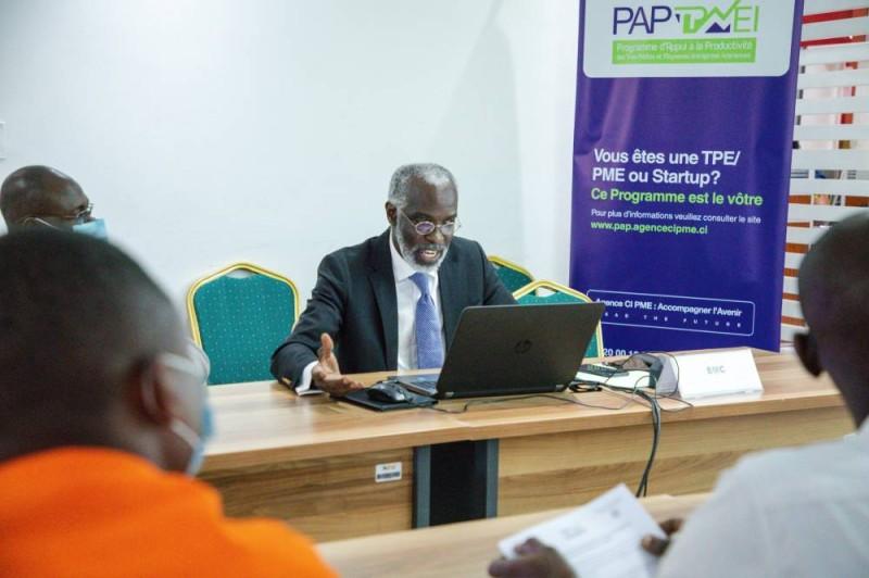 Yapi Armand, Chef de mission du cabinet BMC, Benchmark management concept lors de la formation (DR)