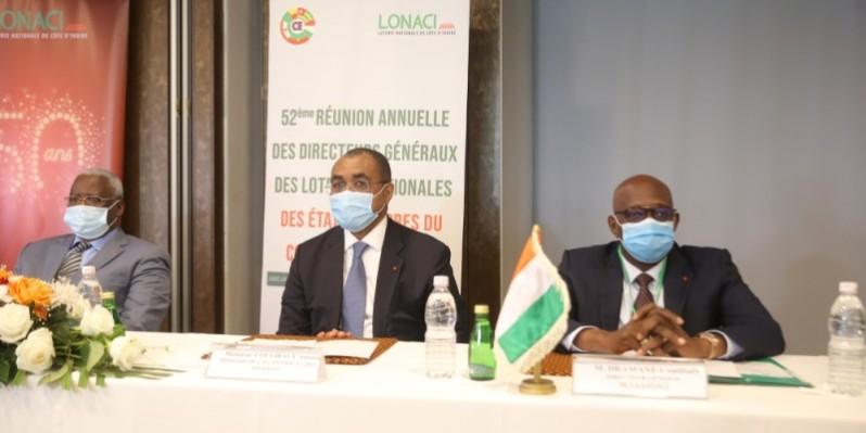 Le ministre de l'Économie et des Finances, Adama Coulibaly, (au centre) lors de la cérémonie d'ouverture de la réunion. (Photos : Dr)
