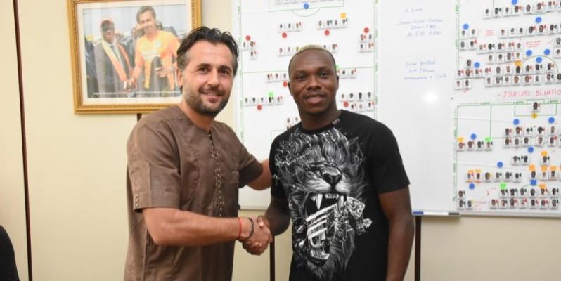 Le technicien français des Éléphants (à gauche) et le joueur se sont parlé mercredi. (Photos : DR)