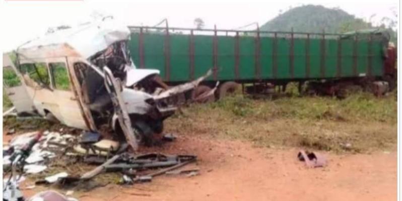 L'état du minicar montre la violence de la collision. (Dr)