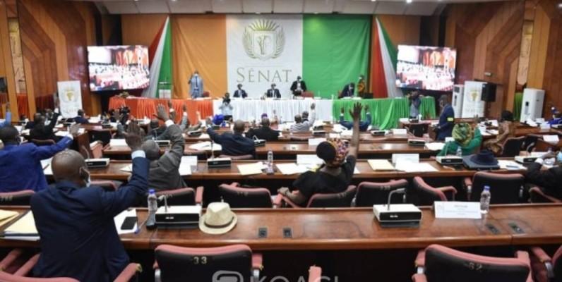 Le Sénat, réuni en séance plénière le 2 décembre dernier à la salle de 400 places de la Fondation Félix Houphouët-Boigny de Yamoussoukro.