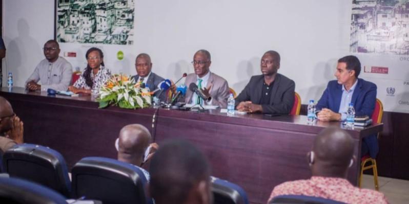 Le président du Cnoa, Abdoulaye Dieng, lors de la conférence de presse qu'il a animée.