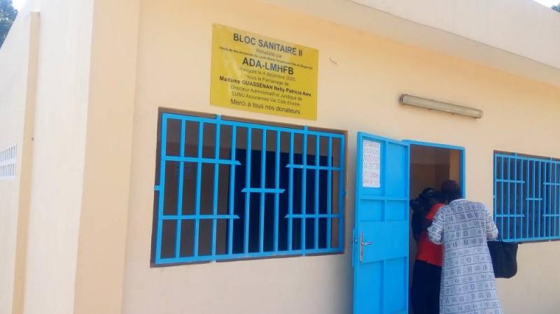 Devanture d'un des blocs sanitaires (DR)