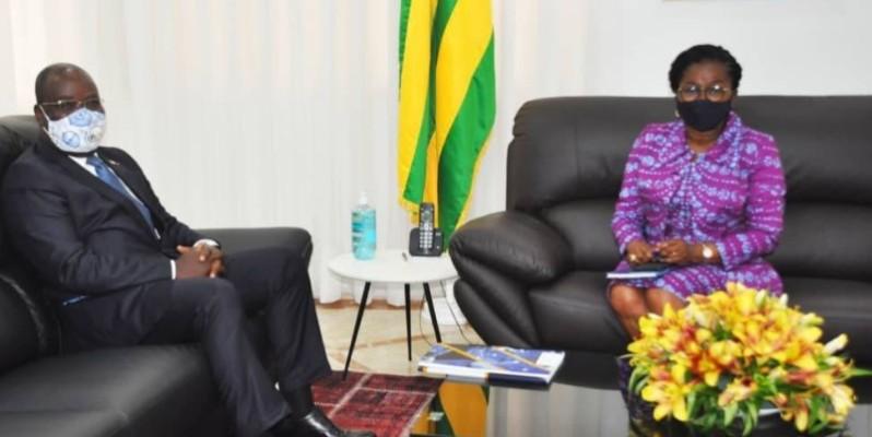 Le Dg de la Brvm, Dr Edoh Kossi Aménounvé (à gauche), reçu en audience par le Premier ministre togolais, Victoire Tomégah-Dogbé. (Dr)