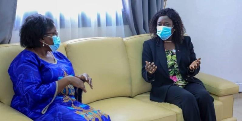 La ministre Mariatou Koné et la directrice régionale Afrique de l'Ouest et du Centre du Haut-commissariat, Millicent Mutuli. (DR)