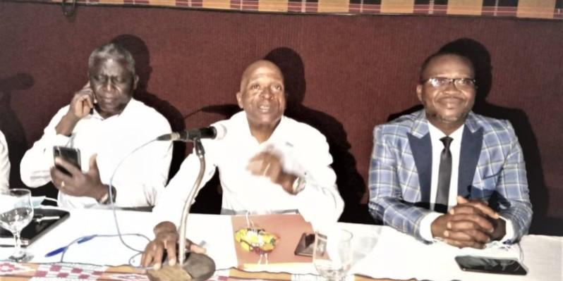 Le président réélu de la Fit (au milieu) promet des lendemains encore meilleurs pour la petite balle jaune nationale. (photo : Dr)
