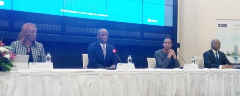 Le directeur général de Nsia Banque Côte d'Ivoire, Léonce Yacé, au milieu, entouré d'autres directeurs de l'entreprise. (Dr)