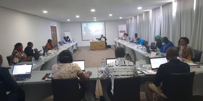 Les acteurs de la finance publique prennent part à la formation sur le budget- programmes. (photo : Issouf Kamagaté)