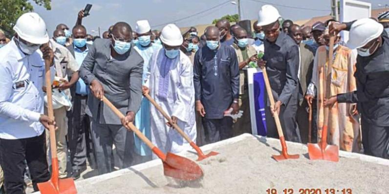 Le ministre Amédé Kouakou a procédé au lancement des travaux. (DR)