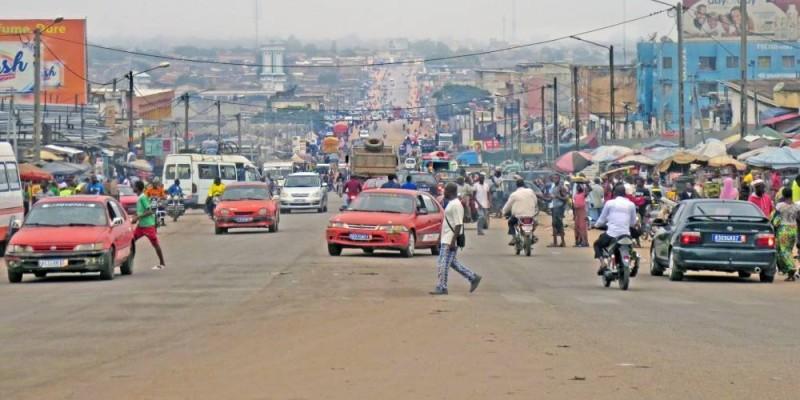 Cette voie qui est souvent engorgée aux alentours de la gare routière et de la boucherie deviendra fluide pour les usagers. (Dr)