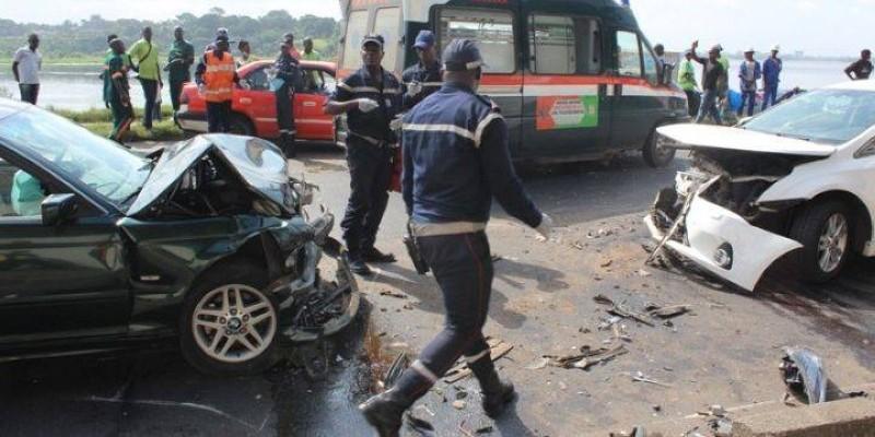 Toutes les équipes des trois casernes des sapeurs-pompiers d'Abidjan étaient particulièrement mobiles. (Photos d'archives)