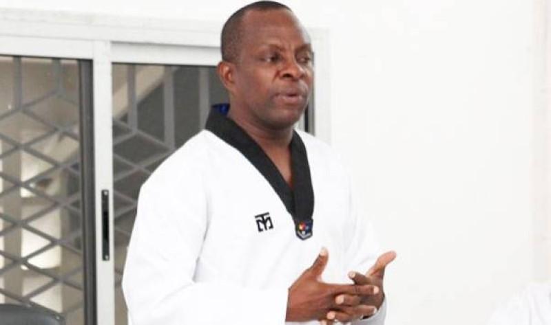 Me Anz, debout n'oubliera pas de si tôt, tous les services rendus au Taekwondo par le président Bamba Cheick Daniel. (photo : Dr)