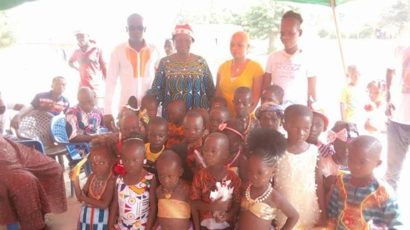 Les donateurs ont communié avec les enfants heureux de recevoir le père Noël. (Photos : DR)