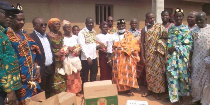 Les bénéficiaires de la journée de solidarité ont posé avec les autorités présentes (DR)