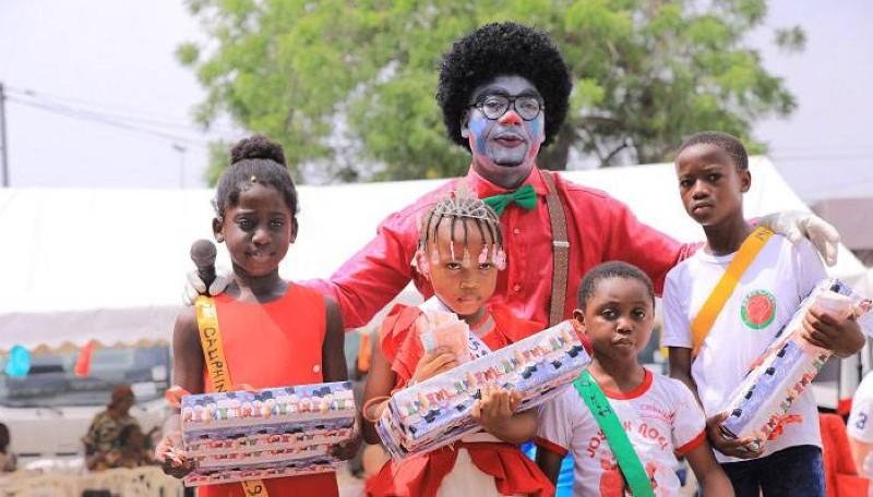 Le ministère de la Femme, de la Famille et de l'Enfant a comblé des tout-petits des pouponnières et orphelinats de cadeaux. (photo : Dr)