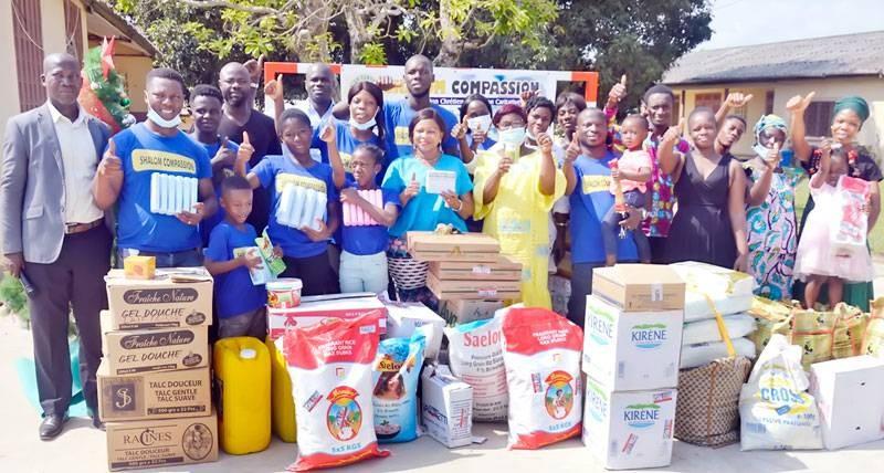L'Ong ''Shalom Compassion'' a fait don de vivres et non-vivres à la pouponnière de Dabou. (DR)