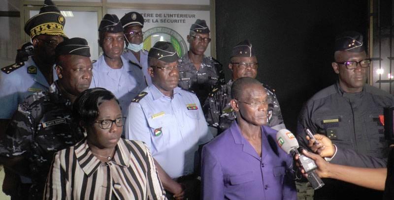 Face à la presse, le ministre Diomandé Vagondo a rassuré la population quant à la sécurisation des fêtes. (Dgpn)