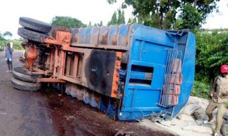 Un minicar est également impliqué dans cet accident. (Dr)