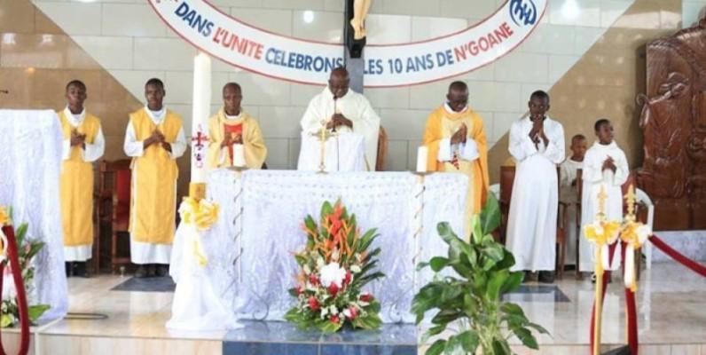 Les fidèles d'Anoumabo ont prié pour leurs familles et la Côte d'Ivoire. (Dr)