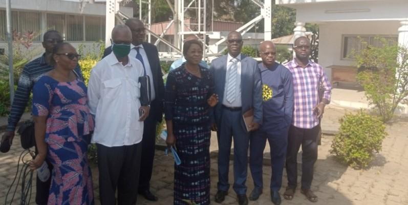 Les membres du comité d'organisation et les représentants de la famille de Kouamé N'Sikan. (Dr)