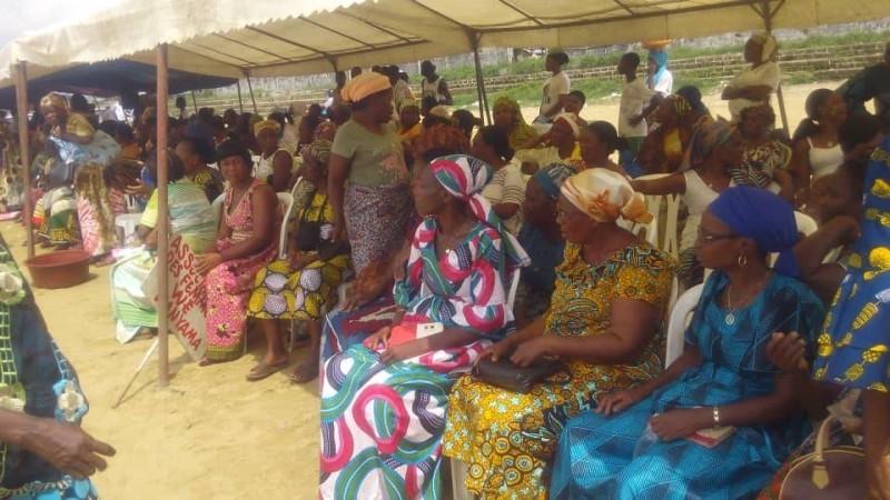 Les femmes d'Anyama sont sorties massivement pour saluer les actions de développement du Président Ouattara (DR)