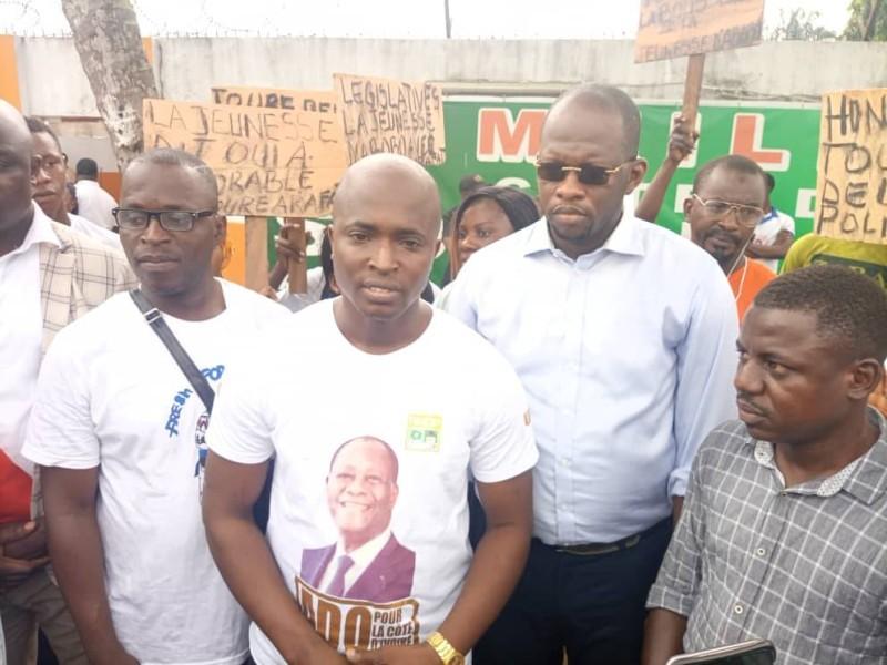 Rafik Ben Touré et ses camarade d'Abobo prêts à la mobilisation pour assurer la victoire à leur parti, le Rhdp dans la commune d'Abobo. (Dr)