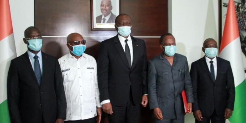 De gauche à droite, le ministre Vagondo Diomandé, Assoa Adou, le Premier ministre Hamed Bakayoko, Sébastien Dano Djédjé et le ministre de la Réconciliation nationale Kouadio Konan Bertin. (Photo : Sébastien Kouassi)