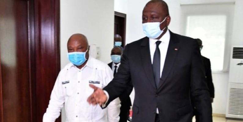 Le Premier ministre Hamed Bakayoko en compagnie d'Assoa Adou. (DR)