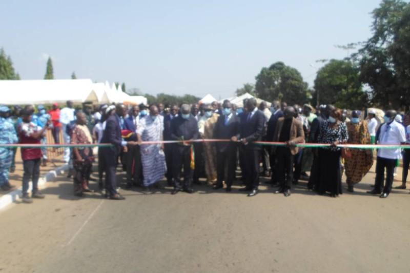 Coupure du ruban symbolique. Cette avenue porte désormais le nom: Kouamé Konan N'Sikan, ancien président directeur général de l'UTB (DR)