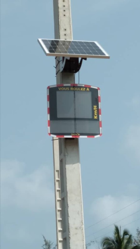 Un radar pédagogique installé à Assinie. (DR)