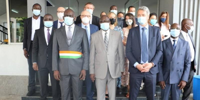Une vue des officiels à l'issue de la cérémonie. (DR)