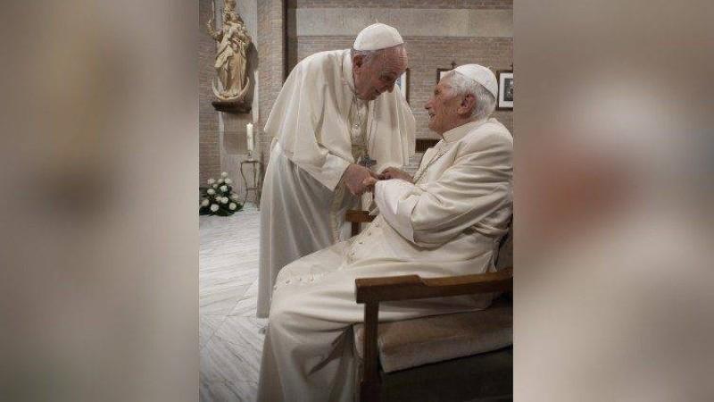 Le pape François et son prédécesseur, le Pape émérite Benoît XVI. (Dr)