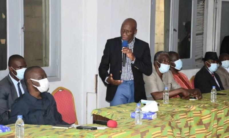 Les transporteurs routiers, par la voix du président du Haut Conseil du Patronat des Entreprises de Transport Routier, M. Camara Aboudramane, ont remercié le Gouvernement pour l'attention particulière accordée à leur secteur.