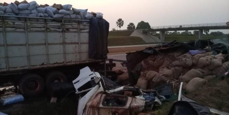Une vue des camions de transport de marchandises impliqués dans l'accident. (Dr)