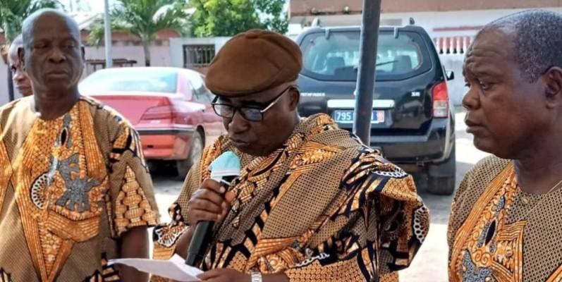 le chef sortant d'Anoumabo village (au centre) a traduit sa reconnaissance aux organisateurs de cette rencontre fraternelle et conviviale. (DR)