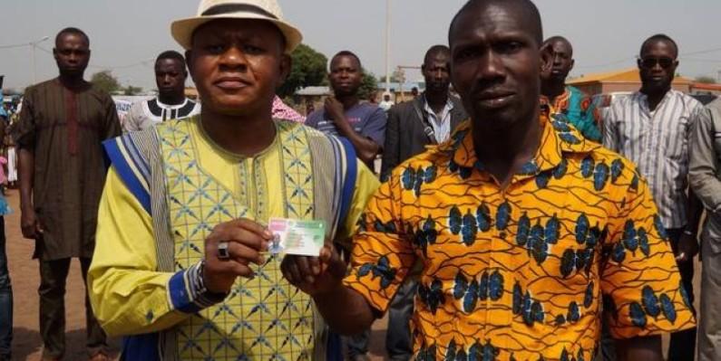Avec ce permis toutes catégories, l'un des bénéficiaires (à droite) pourra apporter sa contribution au développement de sa localité. (DR)