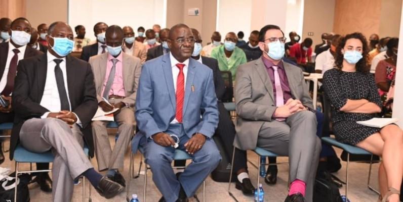 M. Méité Anlyou Anzoumana (2è à partir de la gauche) directeur de cabinet du ministère des ressources animales et halieutiques. ( DR)