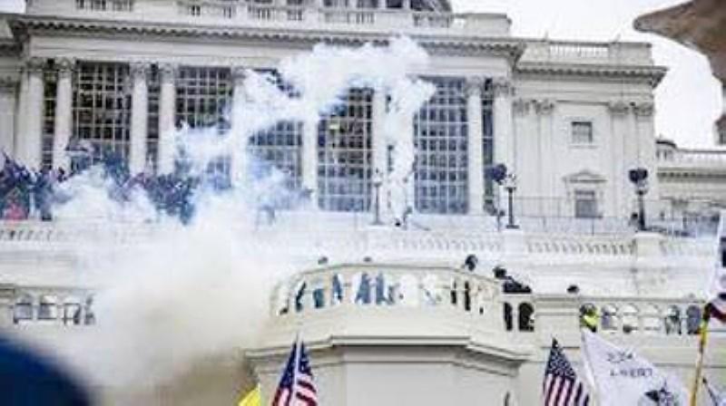 L'assaut du Capitole par des milliers d'émeutiers radicaux le 6 janvier 2021 à l'incitation de Donald Trump a renvoyé une image de chaos au monde entier. (DR)