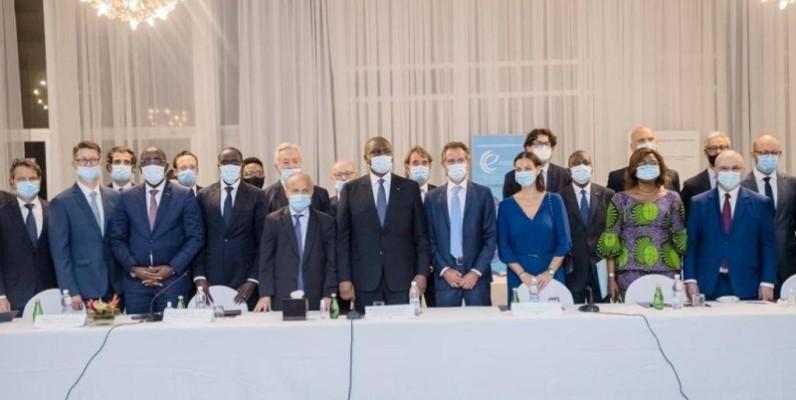 Le Premier ministre Hamed Bakayoko entouré des dirigeants d'entreprises françaises. (DR)
