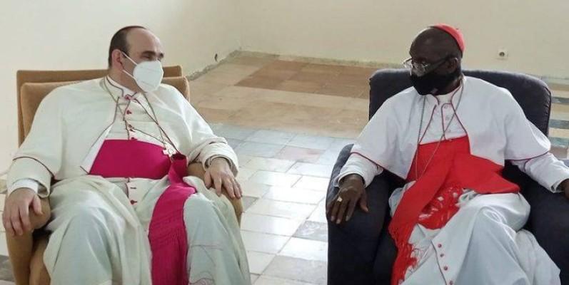 Le nonce Paolo Borgia (à gauche) et le cardinal Kutwa (à droite). (DR)