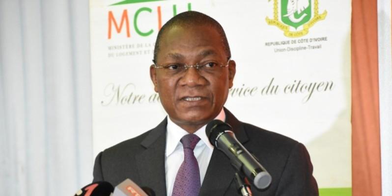 Le ministre Bruno Nabagné Koné invite les usagers à s'approprier le document. (DR)
