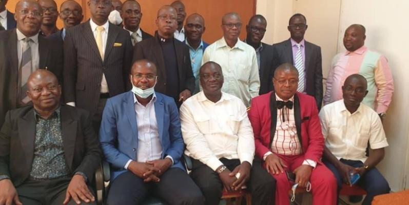 Quelques délégués régionaux de la Mupemenet-Ci, autour du PCA, Boko Michaël ( première rangée, 2e à partir de la gauche).