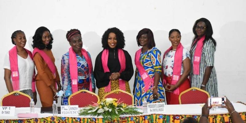La présidente de l'Association Lead4her, Christelle Meledje, au centre en noir, a posé avec les secrétaires générales pour la postérité. (Dr)