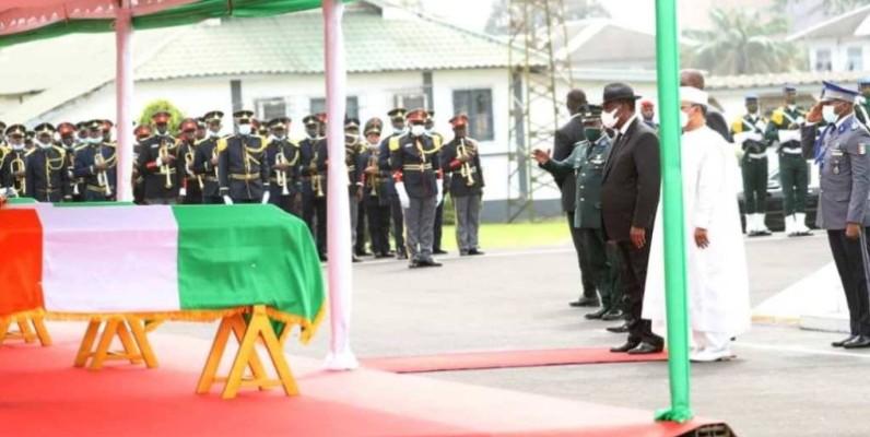 Le Président Alassane Ouattara rend hommage aux soldats ivoiriens tués au Mali. (DR)