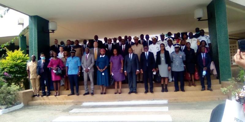 Photo de famille des participants (DR)