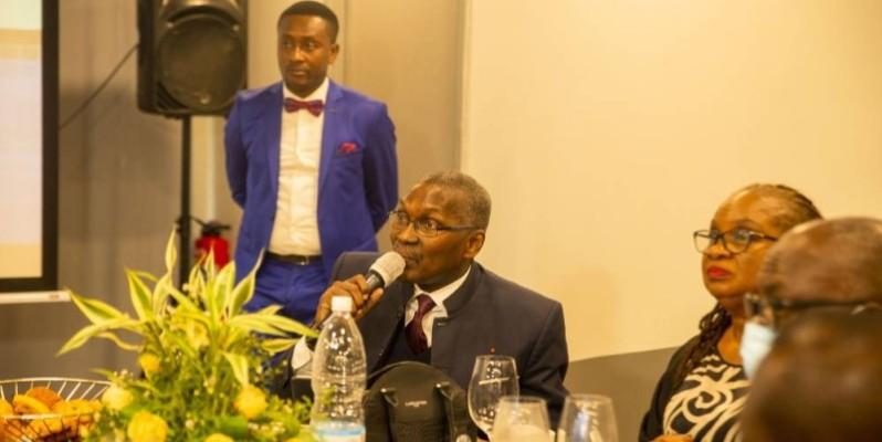 Joël N'Guessan, président du Comité de gestion du Fdfp, le micro en main. (DR)
