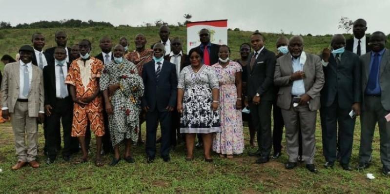 Une photo de famille a permis d'immortaliser l'évènement. (DR)