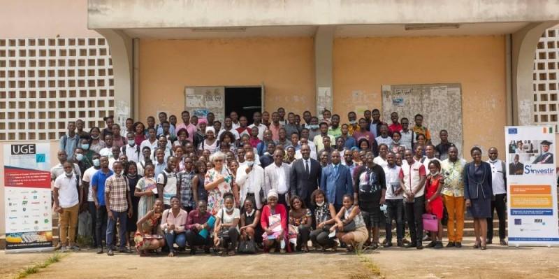 Les étudiants heureux de recevoir la formation (Bavane)
